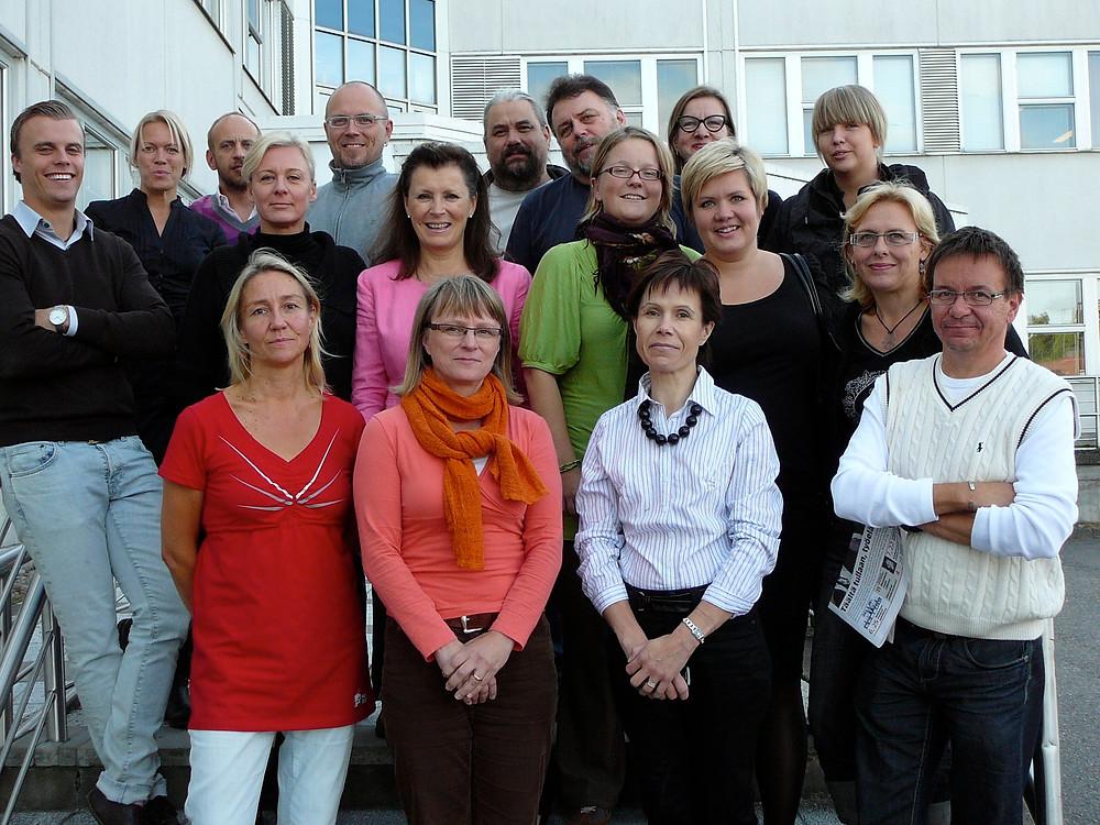 Ryhmäkuva AGMAn perustamiskokouksen osallistujista vuodelta 2009.