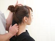 女性肩施術.jpg
