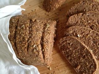 Glutenfreier kleiner Knirps: Maisfreies Körnerbrot