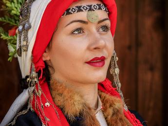 Невестински венчален костюм от с. Зорница, Ямболски регион, началото на XX-ти век