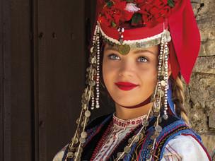 Лазарски костюм от Стралджа, Ямболски регион,     30-те г. на 20 век