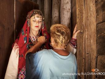 Старинна годенишка носия от Елховския край, носена през първата четвърт на XX век.