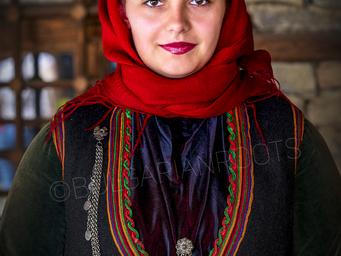 Женска празнична преселническа носия от Каракьой