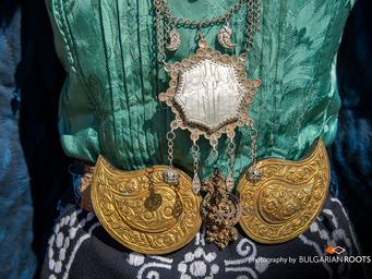 Котленска празнична носия от края на 19 в. и началото на 20 век.