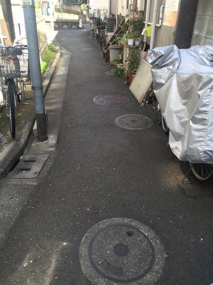 下神明の路地裏。歴史を重ねた先に形作られた東京の生活空間
