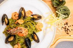 Паста из шпината с морепродуктами