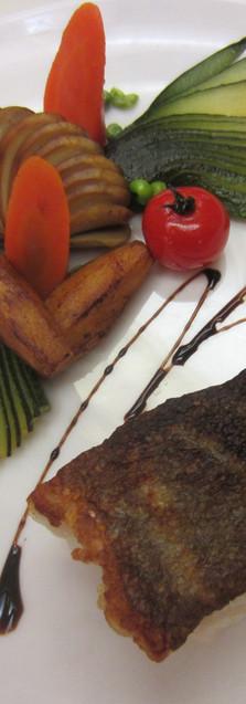 Cabillaud rôti et sifflets de légumes