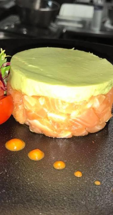 tartare de saumon sur avocat.jpg