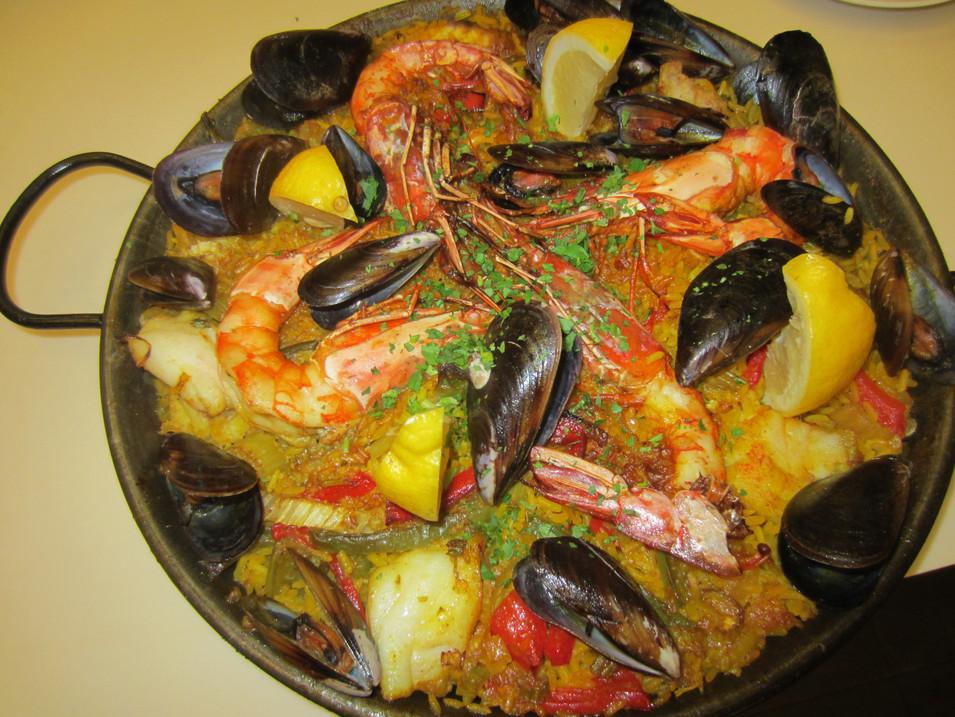Paella crustacés et poissons