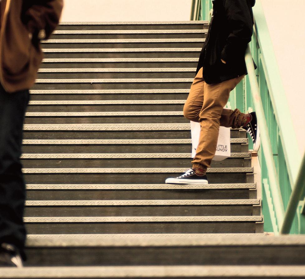 walking-people-city-urban-steps-green-86