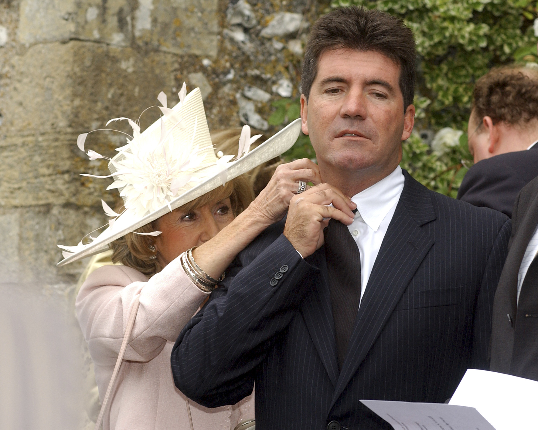 Simon Cowell gets a helping hand from his mum - News