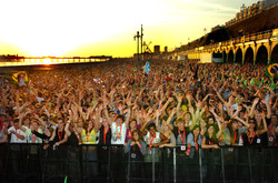 Fans wait for Fatboy Slim - Weekend feature