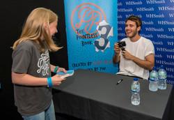 Vlogger Alfie Deyes meets a young fan - News