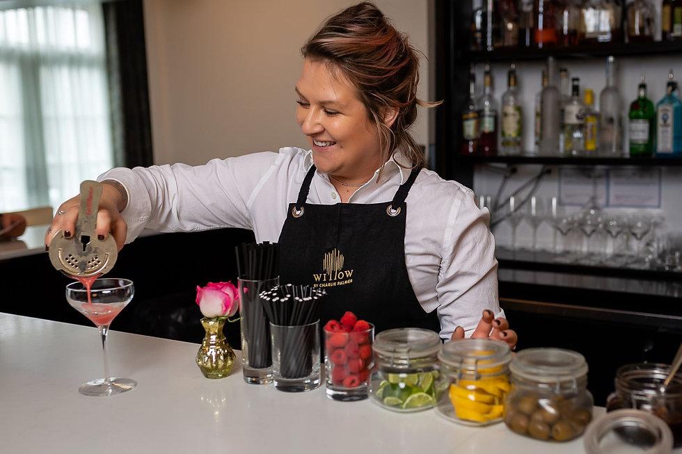 bartender preparing drinks