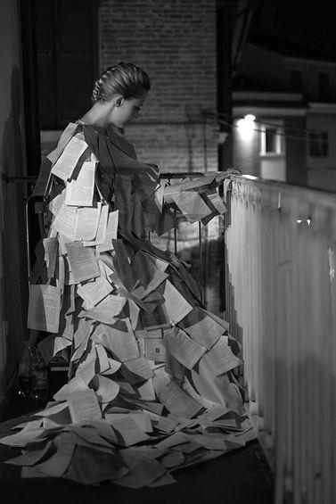 """Gilda Marconi Sancisi """"à travers vos yeux"""" Live performance art"""