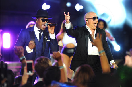 201501pitbull-new-years-revolution-at-th