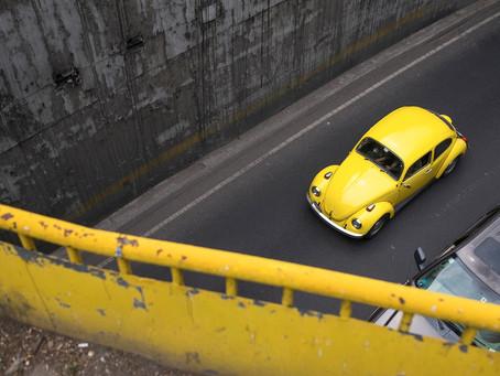 Foto Enfoque | Vocho Amarillo en Periférico