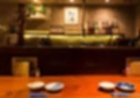 「もつ鍋」を博多近くで味わいたい時は、隠れ家のような雰囲気の【松葉】へ 隠れ家的な風情が魅力!博多近くのもつ鍋専門店【松葉】の内装イメージ画像