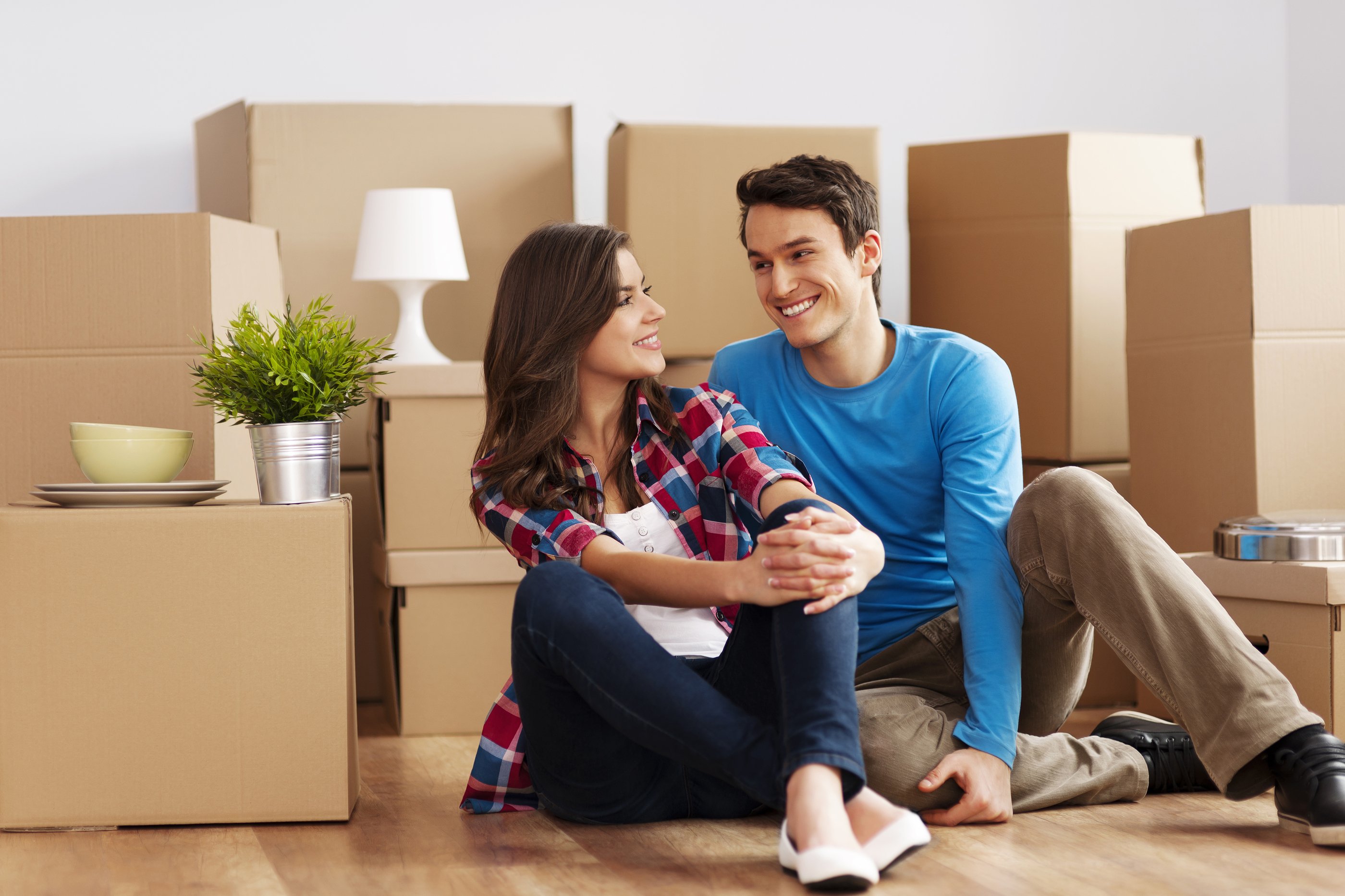 bigstock-Couple-moving-in-new-house-44159137