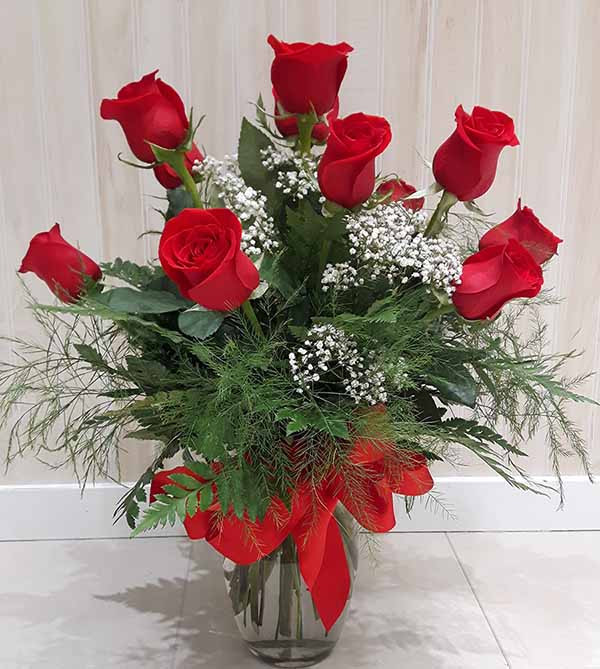 One dozen red roses in vase