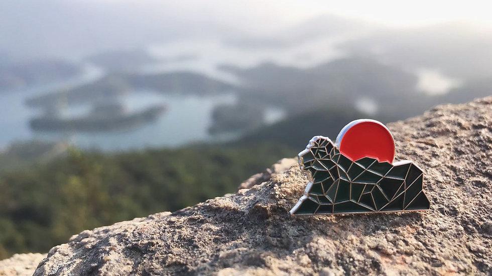 光年百貨 | 赤玉獅子山烤漆徽章