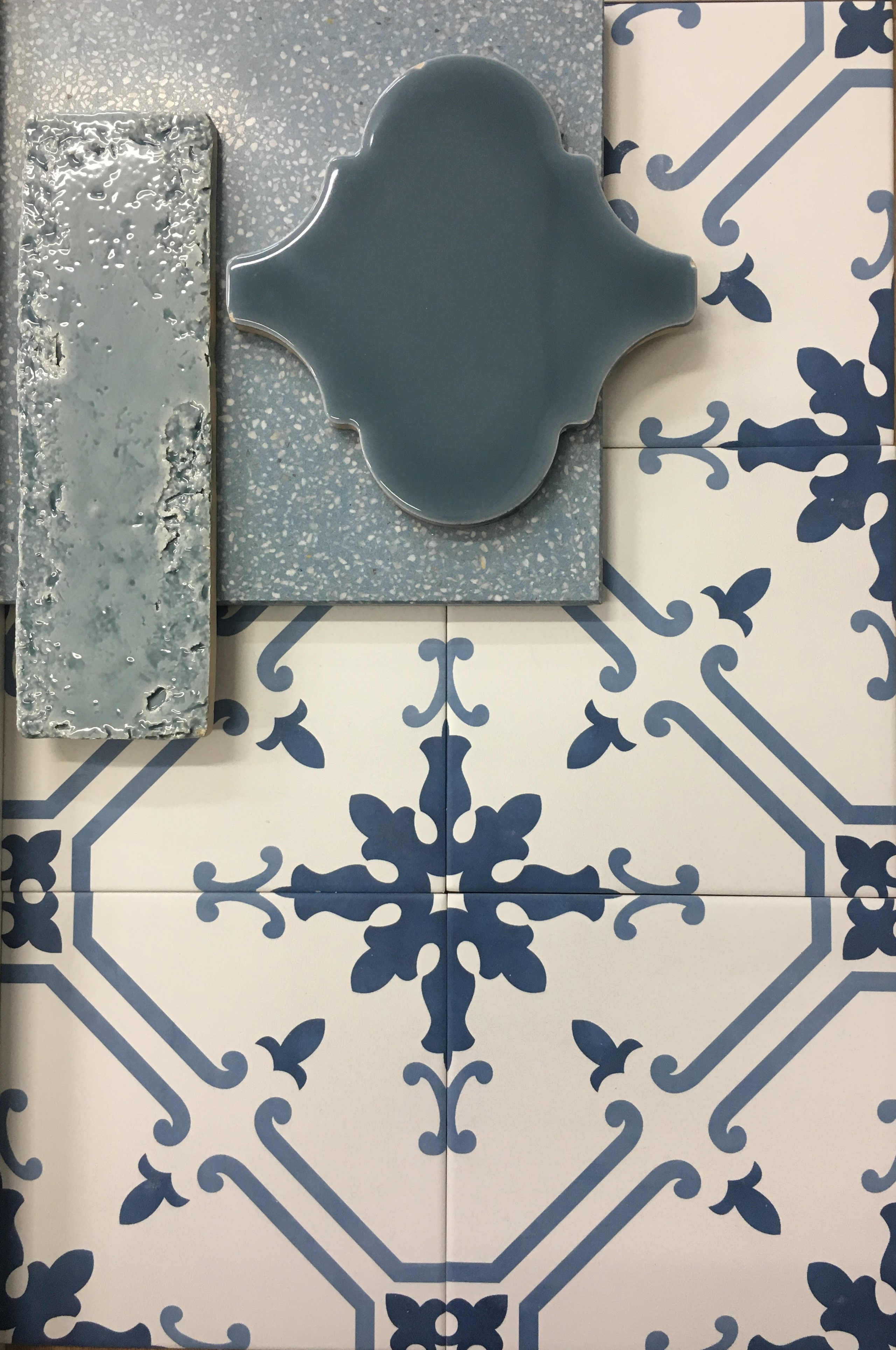 אריחי אמבטיה בכחול
