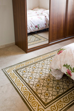 """יצירת """"שטיח"""" מאריחי בטון מצוירים"""