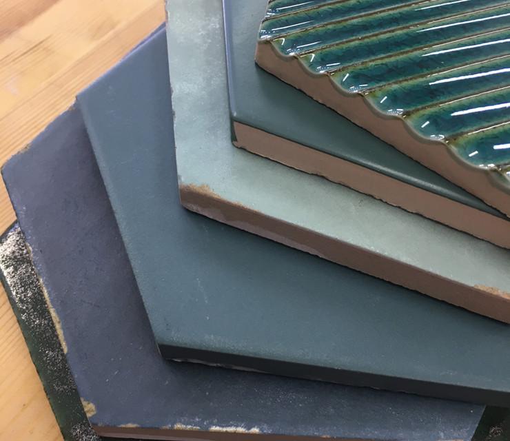 אריחי משושה בגווני ירוק כחול