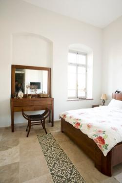 מרצפות מצוירות בחדר שינה