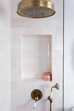 חיפוי  אמבטיה בבריקים מהסדרה השקופה
