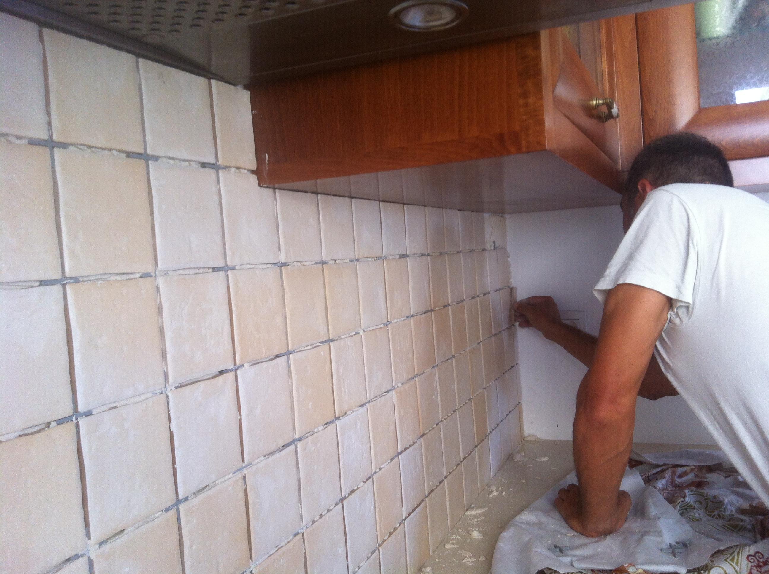 יישום אריחים במטבח