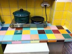 דלפק עבודה במטבח מחופה אריחים