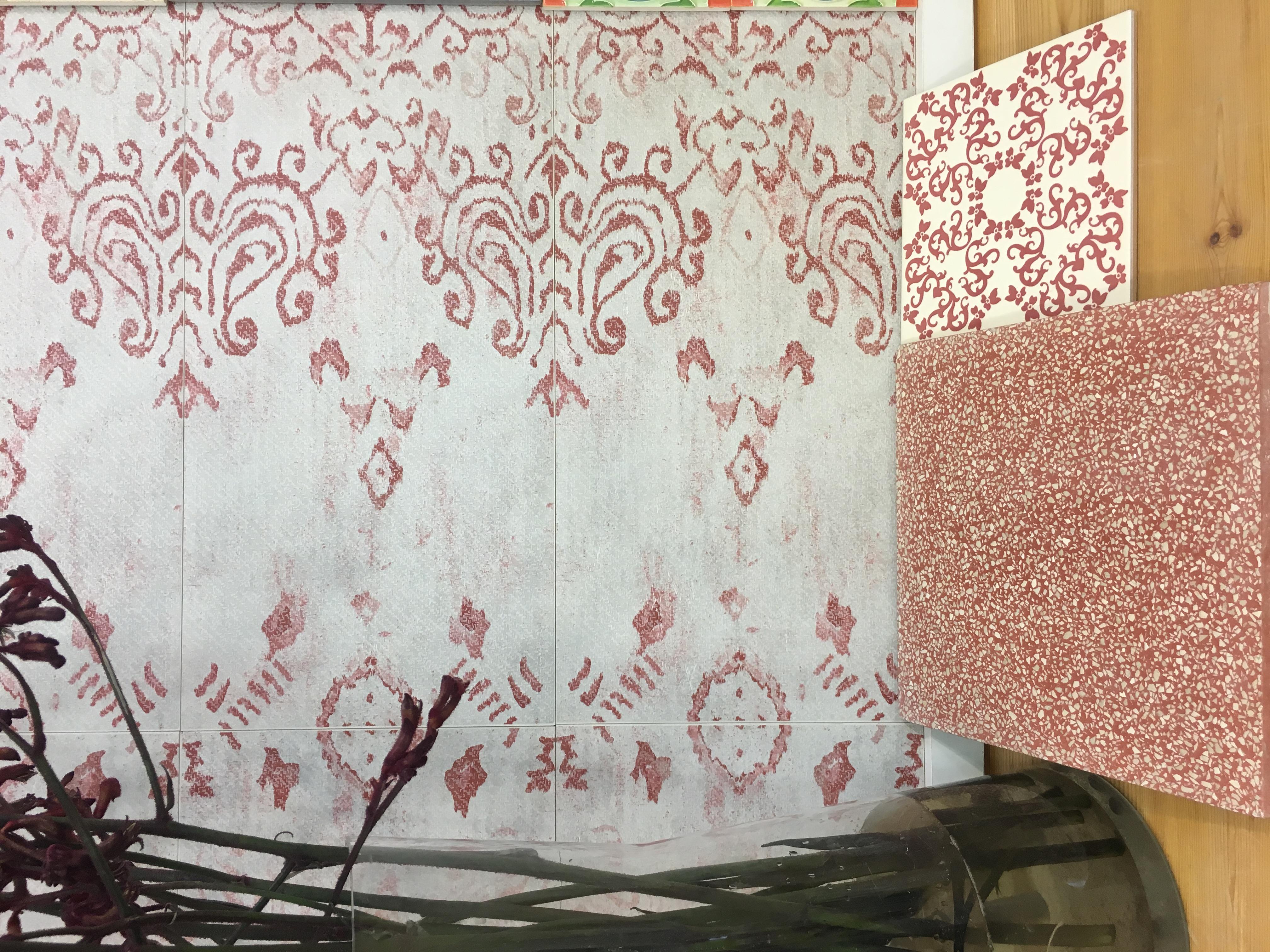 אריחי שטיח מעוטרים מפורצלן