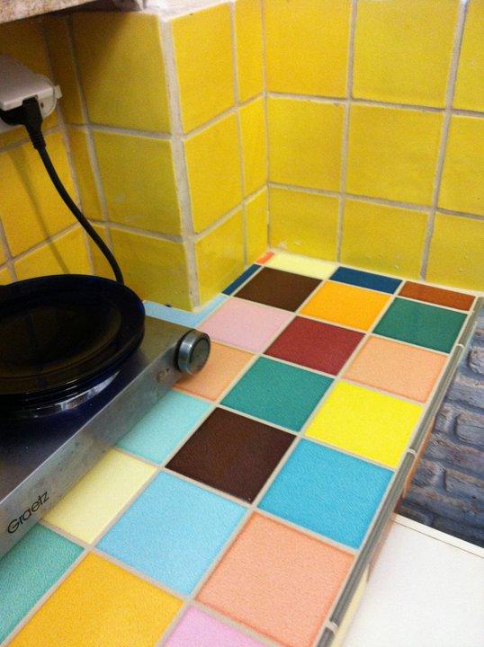 אריחים לחפוי משטח במטבח