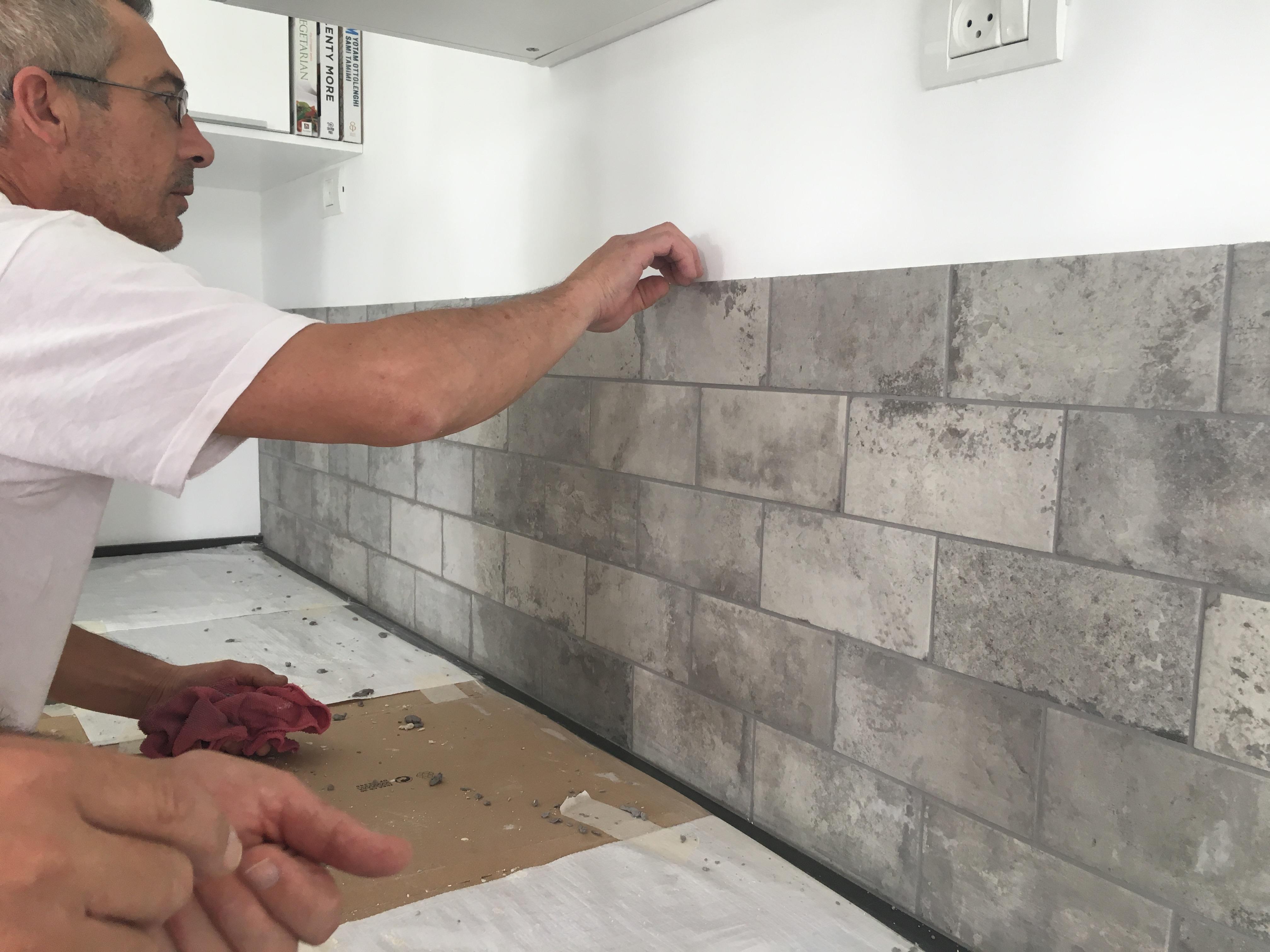 חיפוי מטבח בבריקים דמויי אבן