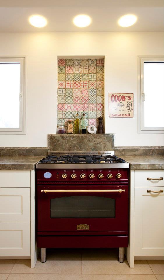 חיפוי קיר במטבח מעל כיריים