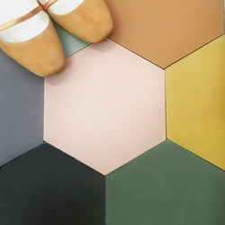 אריחי משושה בצבעים שונים