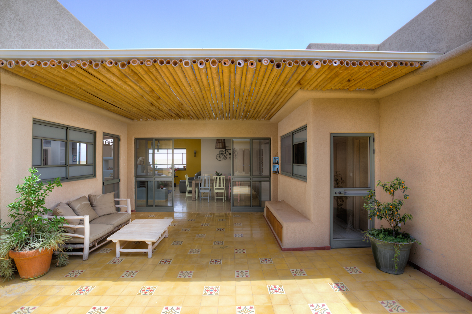 אריחי בטון במרפסת