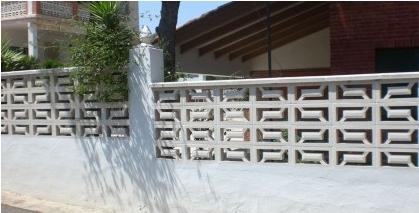 אלמנט מעקה בגמר קיר משרביות בטון