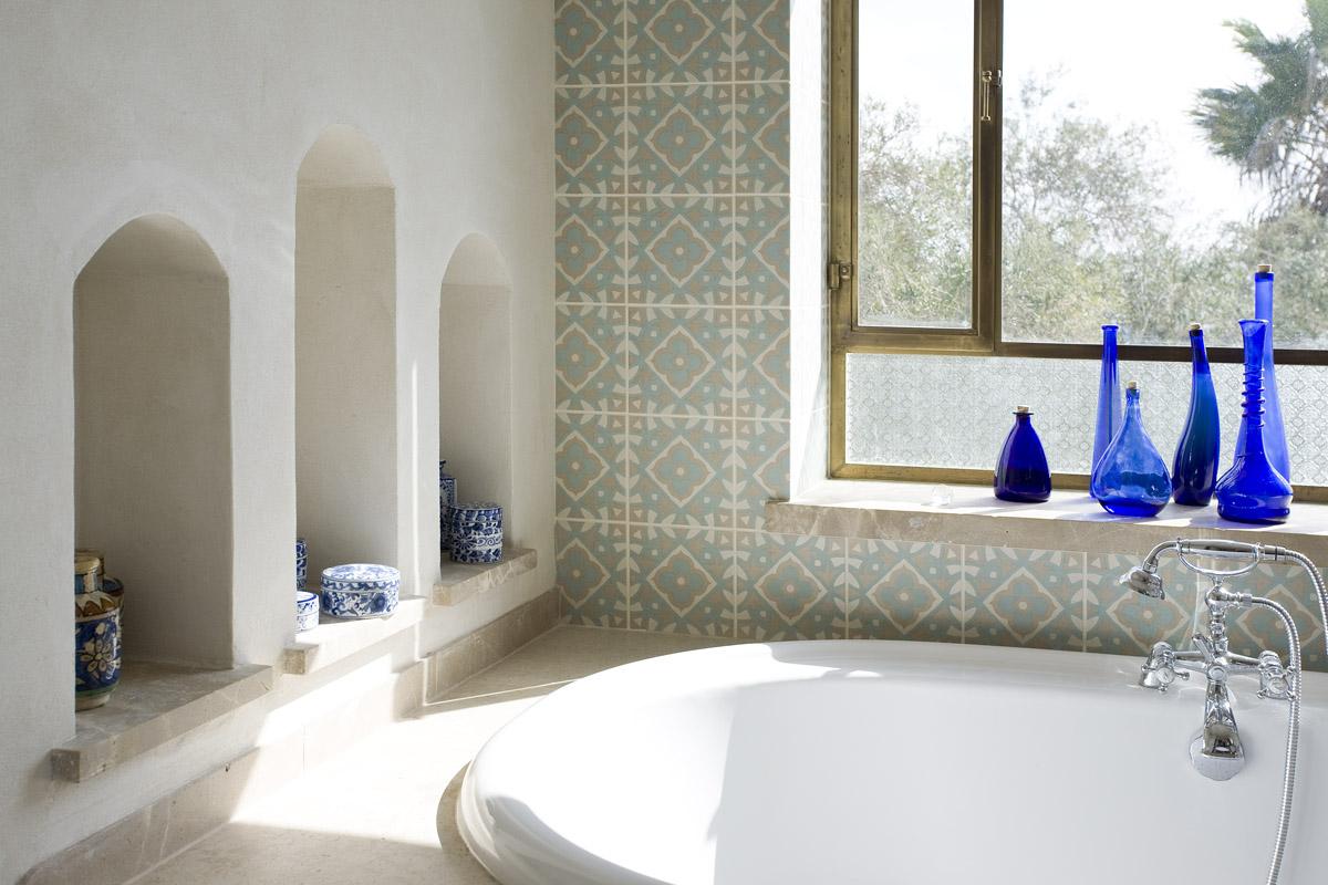 חיפוי קירות אמבטיה בגווני טורקיז