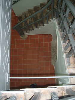 ריצוף טרה קוטה בחדר מדרגות חיצוני
