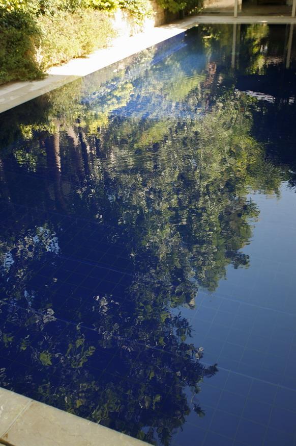 קרמיקה  כחול קובלט לבריכה