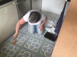 אריחי שומשום מעוטרים במטבח
