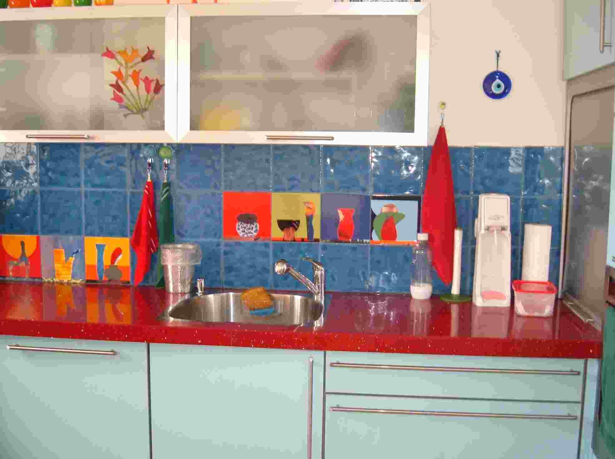 חיפוי  קירות מטבח באריחים