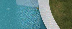 פסיפס לבריכה בגוון טורקיז