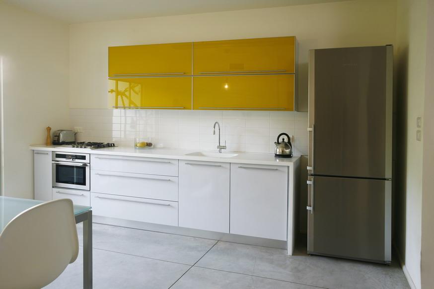 חיפוי קירות למטבח לבן