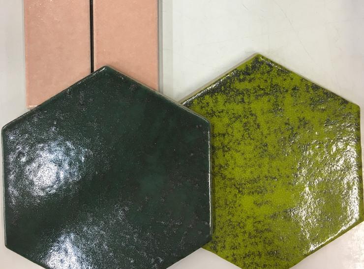 אריחי משושה בירוק ופסיפסי מלבן בורוד עתיק