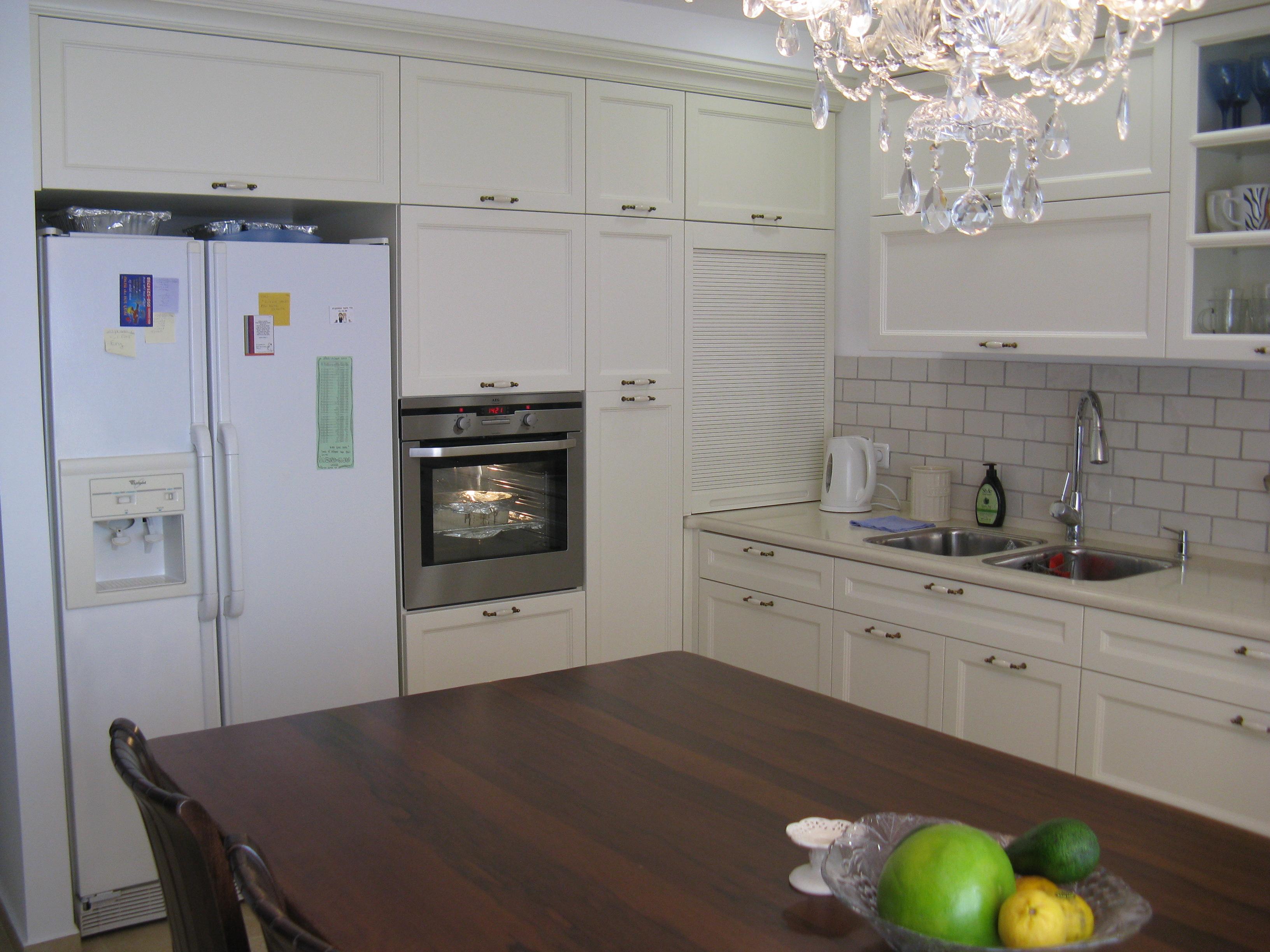 חיפוי קירות למטבח בסגנון אנגלי