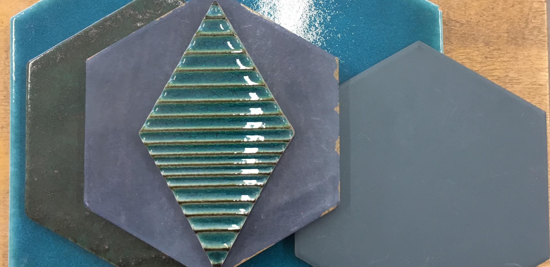 אריחים צורניים בכחול ירוק טורקיז