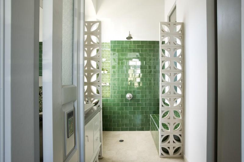 שילוב משרביות ליצירת הפרדה בחדר אמבט